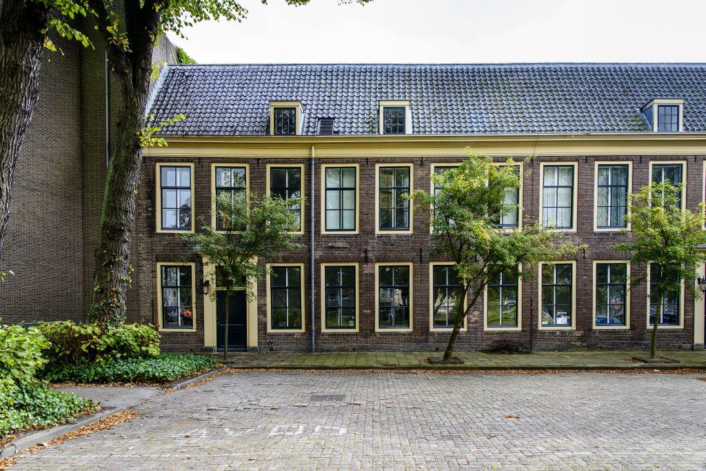 Voorwerf,, Poortgebouw, Marineterrein Amsterdam - foto Siebe Swart