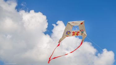 Vliegers met sensoren die luchtkwaliteit meten