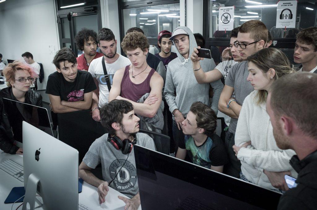 Programmeerschool zonder leraren krijgt plek op for Piscine 42 exam