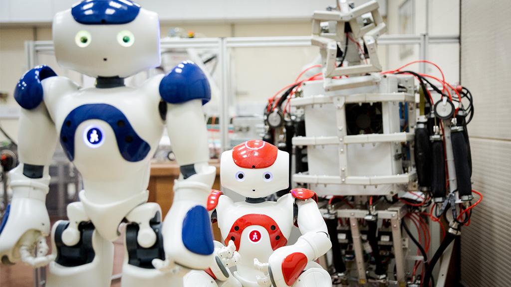 1024__0009_MTA_18_1024_Robots